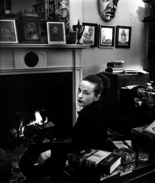 Fig. 2 - Maeve Brennan photographed by Karl Bissinger